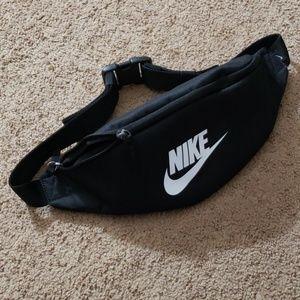Nike Heritage Retro Black White Fanny Pack